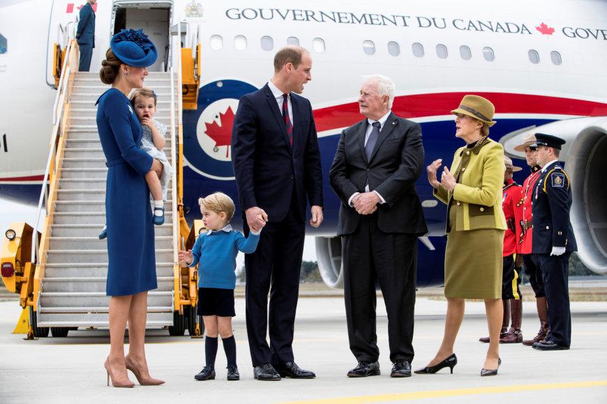 """""""Scanpix"""" nuotr./PrincaPrincas Williamas ir hercogienė Catherine su vaikais George'u ir Charlotte"""