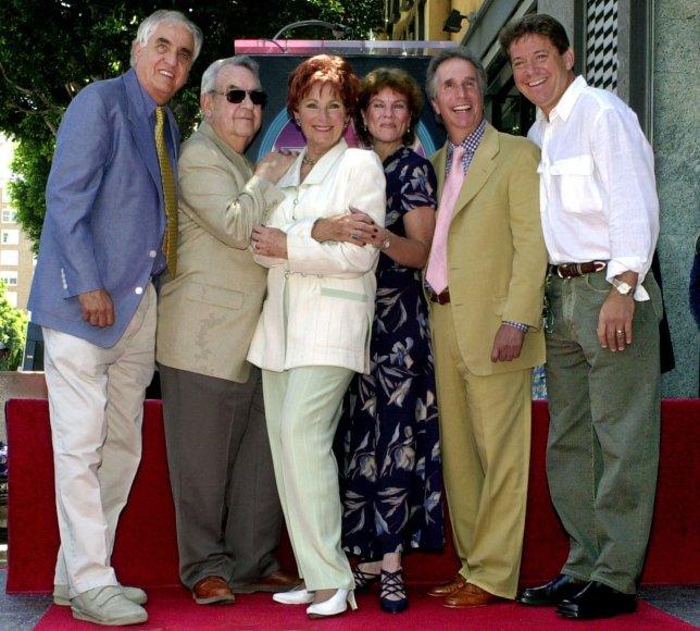 """Scanpix"" nuotr./Garry Marshallas, Tomas Bosley, Marion Ross, Erin Moran, Henry Winkleris, Ansonas Williamsas"