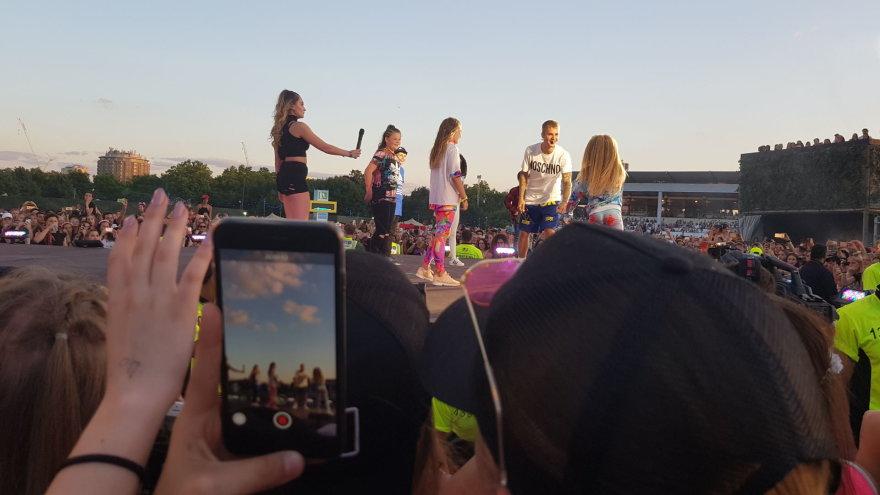 Asmeninio albumo nuotr./Gabrielė Bruzgulytė (centre) kartu su Justinu Bieberiu