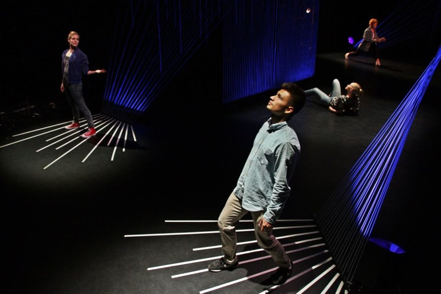 """Organizatorių nuotr./Elektroninės muzikos ir šokio instaliacijų šou vyresnių klasių moksleiviams """"Triukšmo kontrolė"""""""