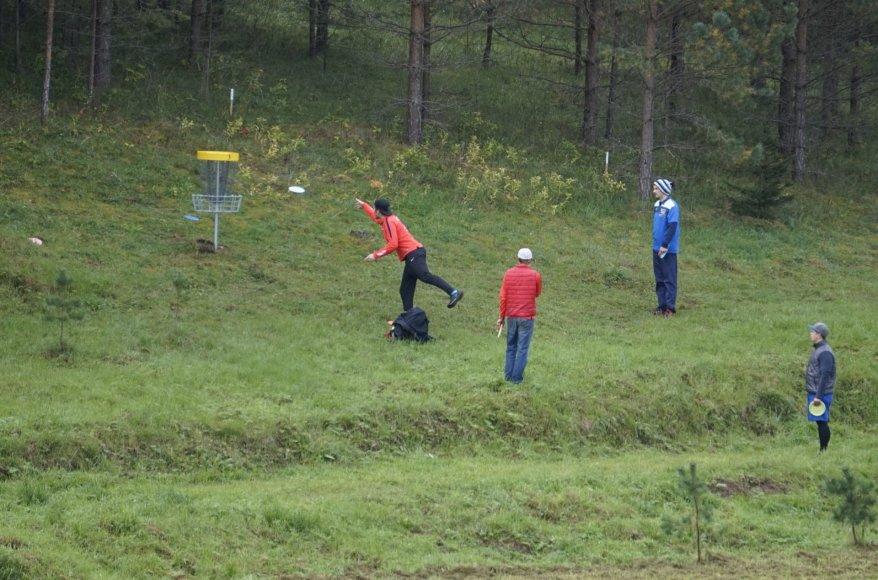 Organizatorių nuotr./G.Gricius meta į kalną