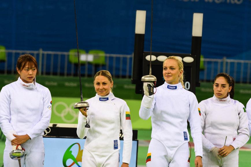 Godos Smilingytės nuotr./Laura Asadauskaitė-Zadneprovskienė ir Ieva Serapinaitė fechtavimosi rungtyje