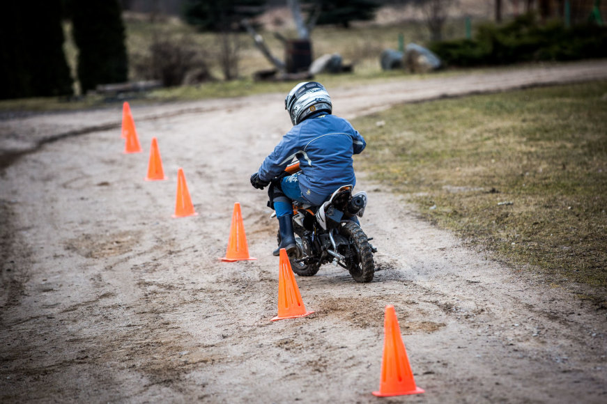 Vidmanto Balkūno / 15min nuotr./Laurynas Baltrūnas - Oblius Beižionių vaikų namuose veda jaunųjų motociklininkų būrelį