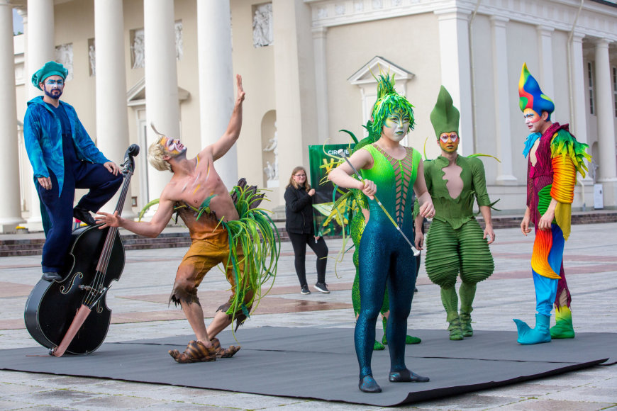 "Vidmanto Balkūno / 15min nuotr./""Cirque du Soleil"" pasirodymas Vilniaus centre"