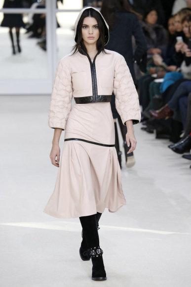"""Vida Press nuotr./""""Chanel"""" 2016 m. rudens-žiemos kolekcijos modelis"""