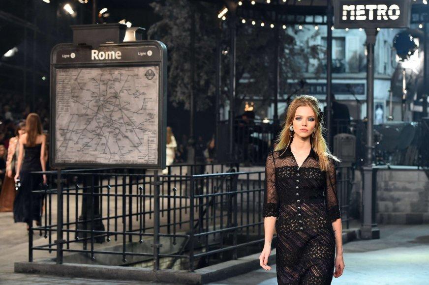 """AFP/""""Scanpix"""" nuotr./""""Chanel"""" tarpsezoninės kolekcijos pristatymas"""