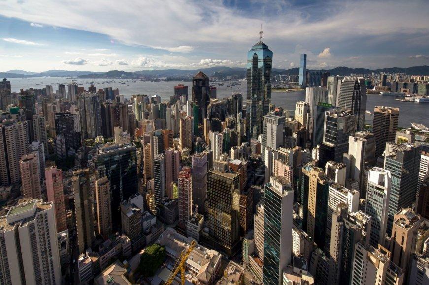 """""""Scanpix""""/""""Caters News Agency"""" nuotr./Ekstremalios asmenukės Honkongo dangoraižių viršūnėse"""