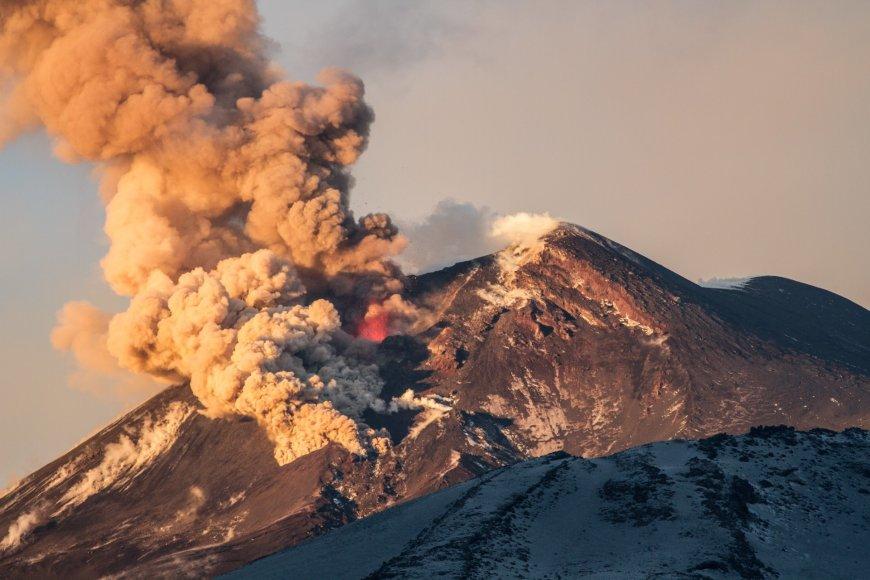 Vida Press nuotr./Etnos ugnikalnio išsiveržimas