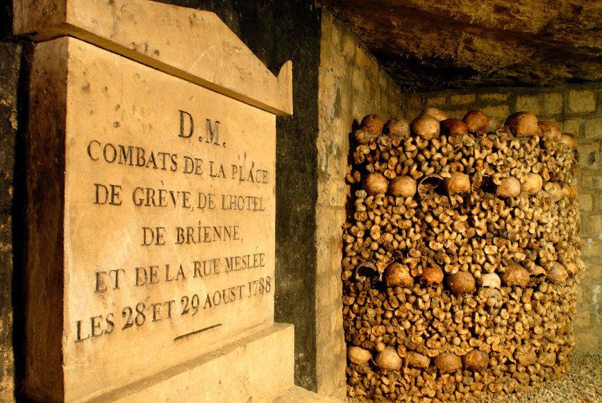 Vida Press nuotr./Šiurpumu garsėjančios Paryžiaus katakombos