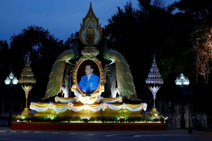 """""""Reuters""""/""""Scanpix"""" nuotr./Tailandas mini savo karaliaus 70 metų jubiliejų"""