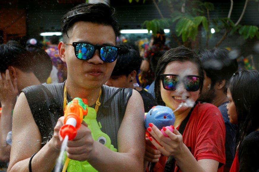 """""""Reuters""""/""""Scanpix"""" nuotr./Vandens pistoletų mūšis Tailande"""