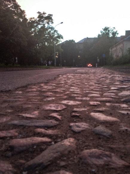 15min skaitytojo Dariaus nuotr./Vilniaus Šilo gatvėje atkastas senas grindinys