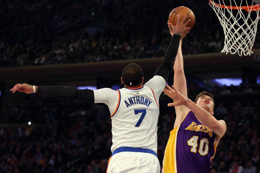 "AFP/""Scanpix"" nuotr./Carmelo Anthony ir Ivica Zubacas"