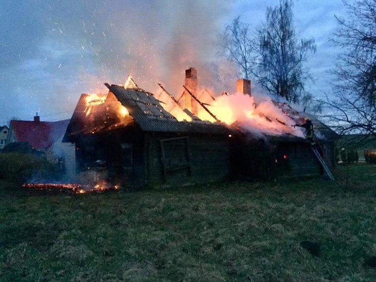 Skaitytojos nuotr./Namo gaisras Ukmergės rajone