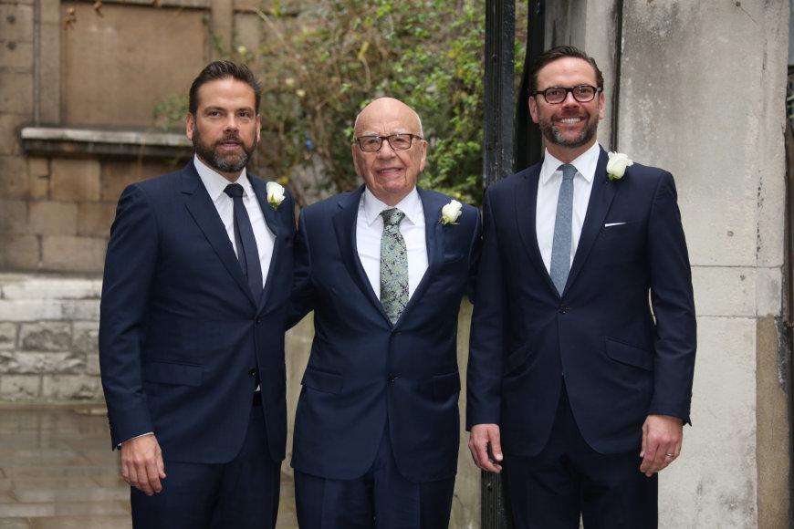 Scanpix ir Vida Press nuotr./Rupertas Murdochas su sūnumis Lachlan James