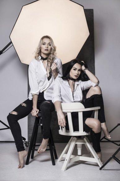 """""""Fotogenijų"""" nuotr./""""Pinup girls"""": Simona Nainė ir Viktorija Sutkutė"""