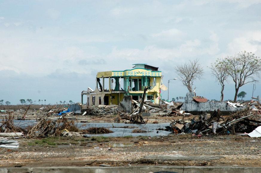 123RF.com nuotr./Taip atrodė Indonezijos pakrantė, ją nusiaubus cunamiu 2004 metais