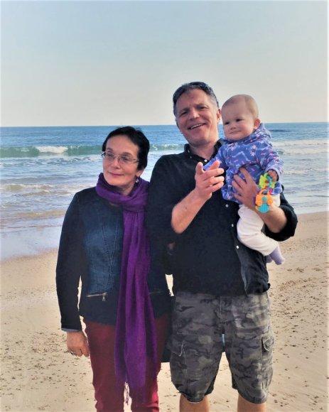 Asmeninė nuotr./Marija Aušrinė Pavilionienė su sūnumi Šarūnu ir anūke Veronika