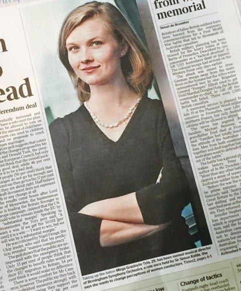 "Londoniete.lt nuotr./Mirga Gražinytė-Tyla laikraščio ""The Times"" viršelyje"