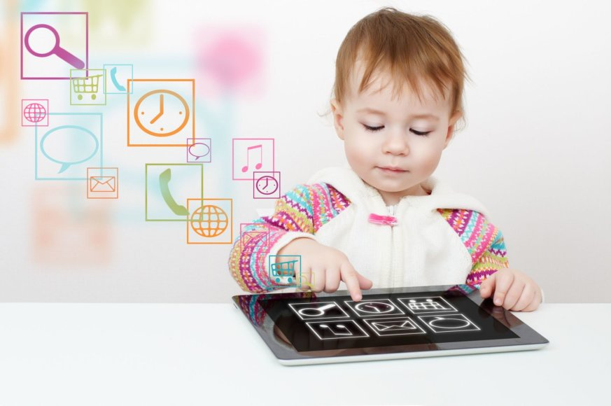 123rf.com nuotr./Vaikas su kompiuteriu