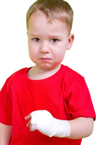123rf.com nuotr./Vaikas su tvarsčiu