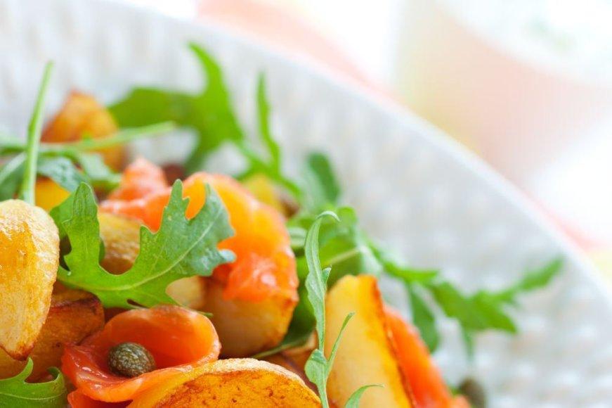 Salotos su lašiša ir bulvėmis