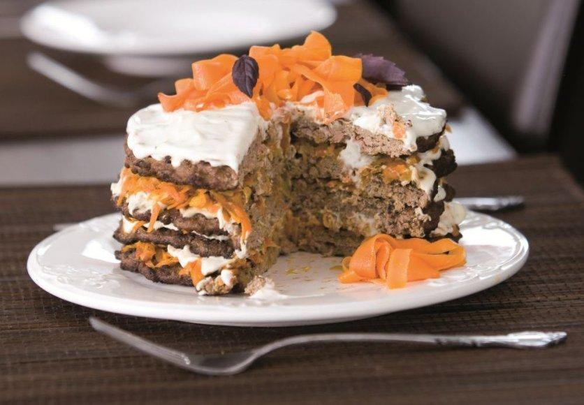 Majonezu ir morkomis pagardintas kepenų tortas