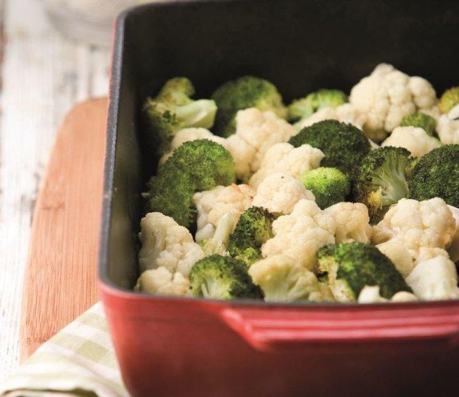 Kepti brokoliai ir žiediniai kopūstai