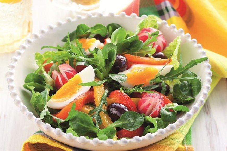 Šviežių daržovių salotos su čiobreliais