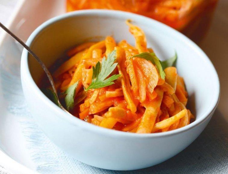 Šparaginės pupelės pomidorų padaže