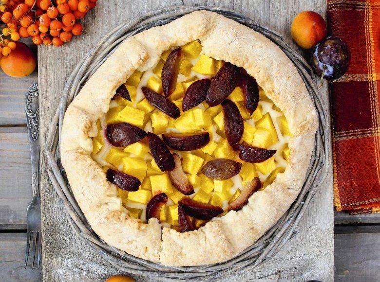 Rudeninis vaisių pyragas