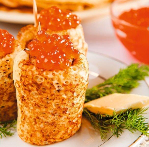 """""""Bokšteliai"""" su raudonaisiais ikrais ir citrininiu sviestu"""