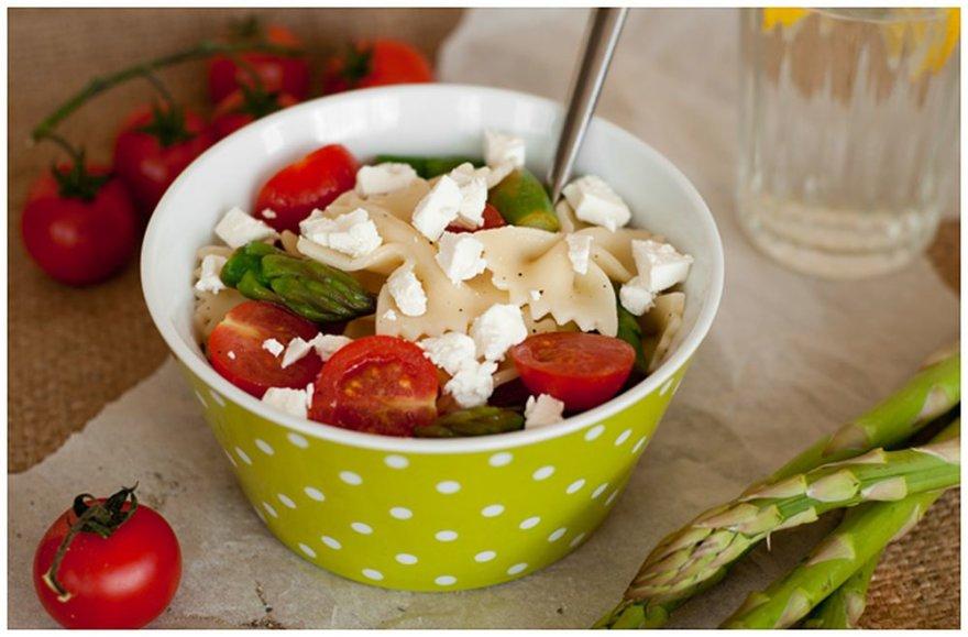 Makaronų salotos su smidrais