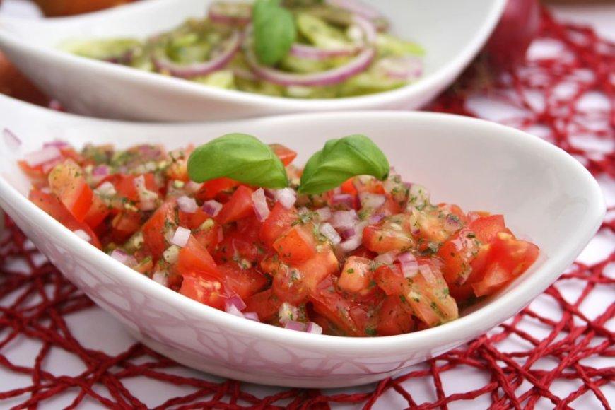 Uzbekiškos salotos su pomidorais