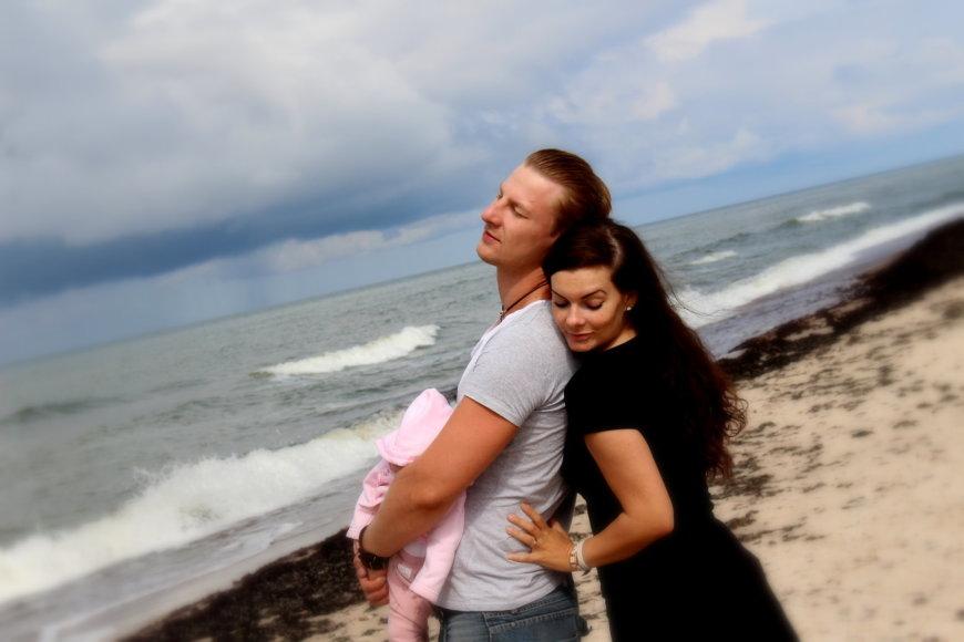 Asmeninio albumo nuotr./Justinas Lapatinskas su dukra ir žmona Migle