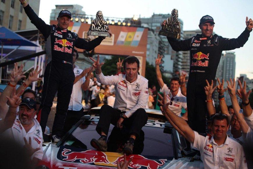 "Andriaus Lauciaus nuotr./""Peugeot"" komandos triumfas ant Dakaro finišo podiumo"