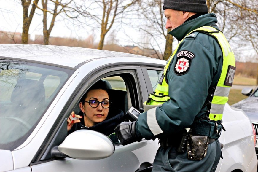 Tomo Markelevičiaus nuotr./Vairuotojų blaivumo patikrinimas Panevėžyje