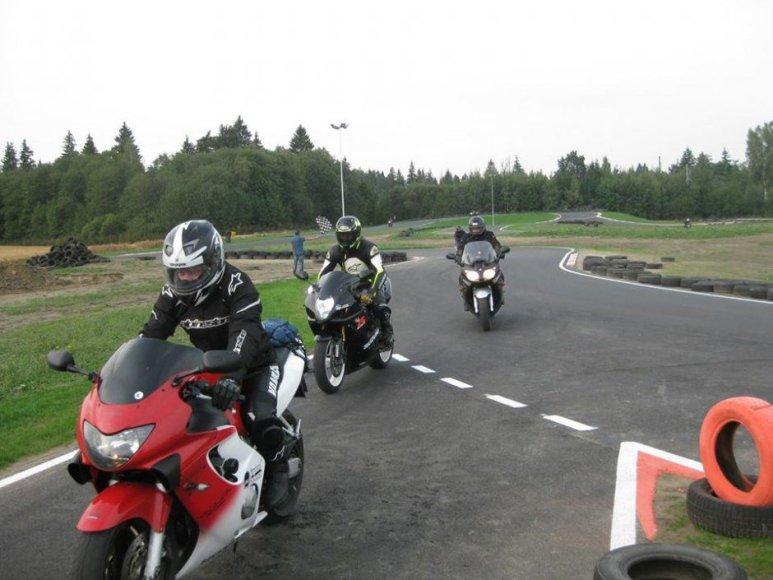 Komandos nuotr./Žiedinės motociklų lenktynės