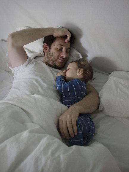 """Johano Bävmano nuotr./Tėtis Muratas iš fotoprojekto """"Swedish Dads""""."""