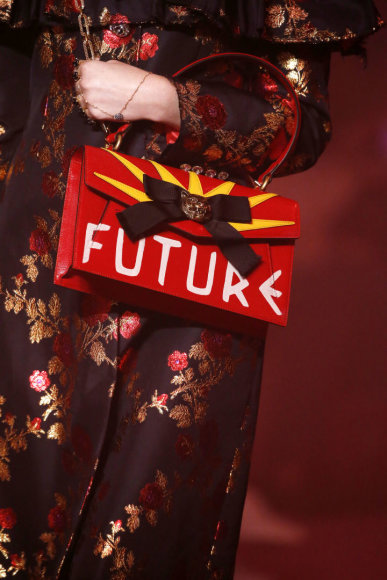 """Vida Press nuotr./""""Gucci"""" 2017 m. pavasario-vasaros sezono kolekcijos rankinė"""