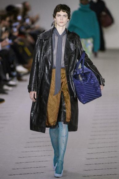 """Vida Press nuotr./""""Balenciaga"""" 2017–2018 m. rudens-žiemos kolekcijos modelis"""