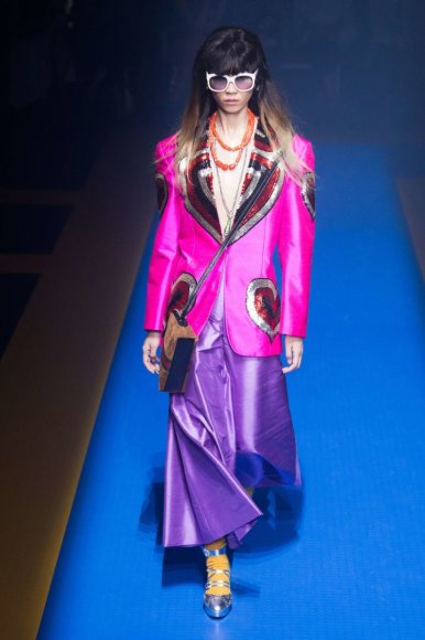 """""""Scanpix""""/""""SIPA"""" nuotr./""""Gucci"""" 2018 m. pavasario ir vasaros kolekcijos modelis"""