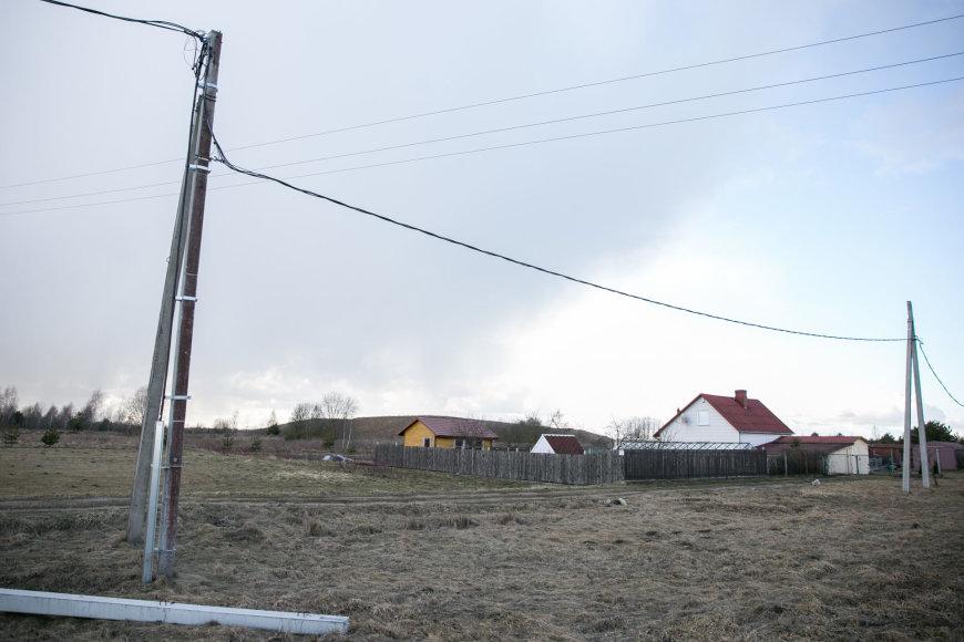 Žygimanto Gedvilos / 15min nuotr./Elektros laidai prie nuosavų namų
