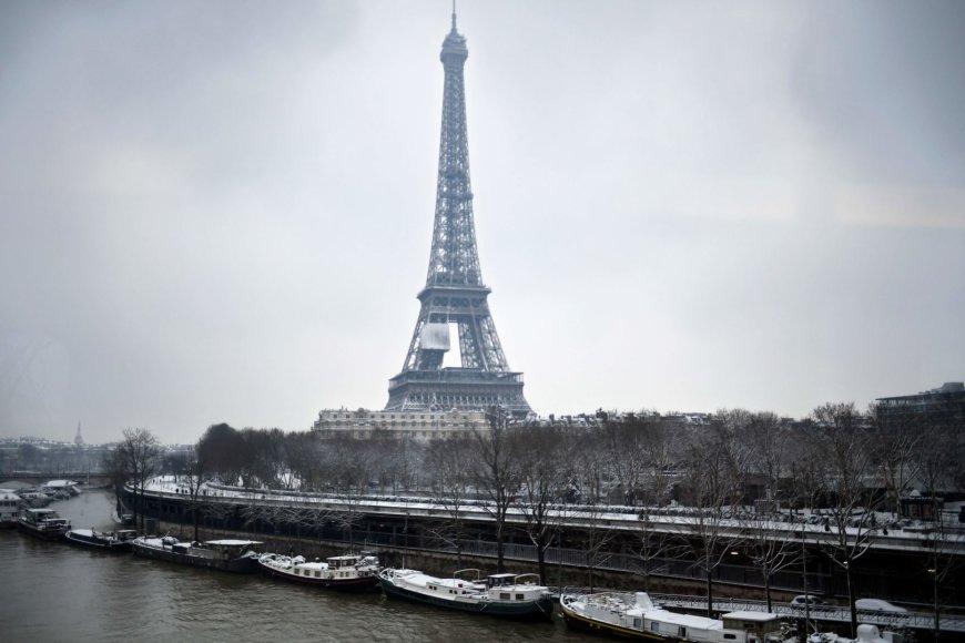 """""""Scanpix"""" nuotr./Gausus sniegas Paryžiuje"""