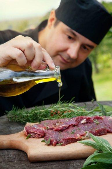 123RF.com nuotr./Mėsos kepimas
