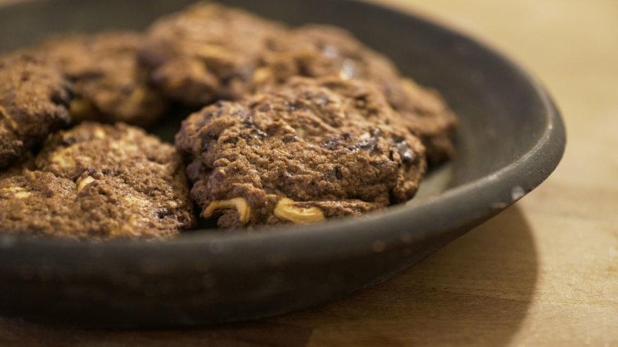 Šokoladiniai sausainiai su anakardžiais