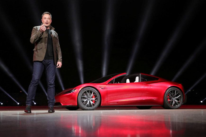 """Elonas Muskas, """"Tesla Motors"""" vadovas, savo vyšninį """"Tesla Roadster"""" paleis į kosmosą"""