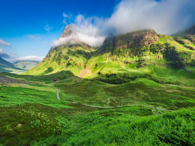 123RF.com nuotr./Daugelis daryklų įsikūrė slėniuose, geilų kalba vadinamuose glenais. Dėl to daugelyje viskio pavadinimų sutiksite šį žodį.