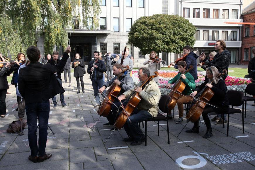 """Orkestro """"flash mob"""" akcija"""