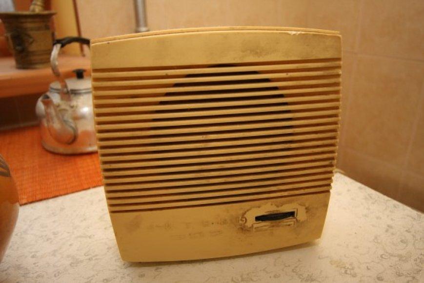 """Licencija retransliuoti laidinio radijo tinklais programas įstaigai """"Teleradijo kompanija Hansa"""" panaikinta nuo rugsėjo."""